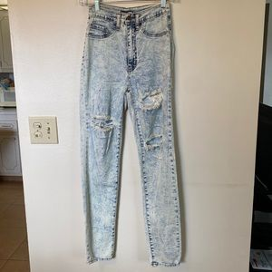 Fashion Nova whitewash Ripped Jeans Size 5